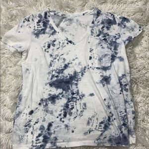 Universal thread tie dye V-neck size large
